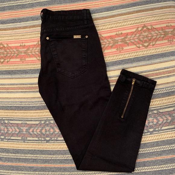 8e759147 Zara Black Pant w/ Gold Details. M_5bf21f7a035cf1e0109342cd
